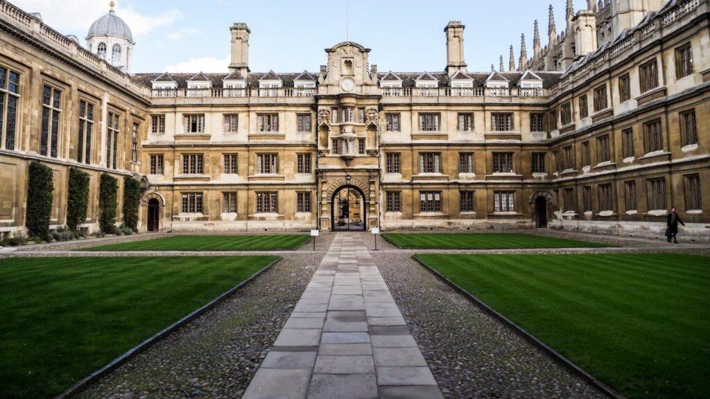 top engineering colleges in uk